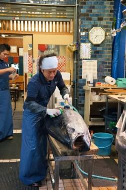 cutting tuna 07