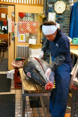 cutting tuna 12