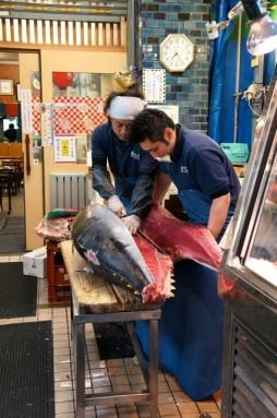 cutting tuna 14