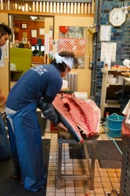 cutting tuna 16