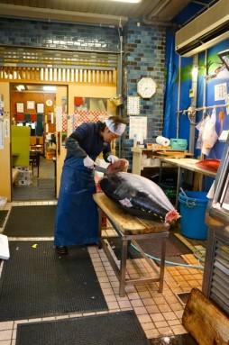 cutting tuna 20