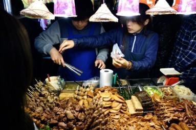 shilin night market - fishcake seller
