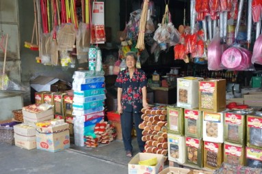 ipoh old lady